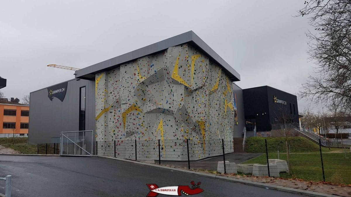 Mur d'escalade extérieur à Rocspot - Salles de grimpe et accrobranches de Suisse Romande