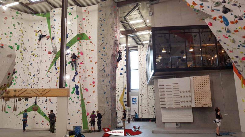 Espace intérieur d'une hauteur d'environ 12 mètres.