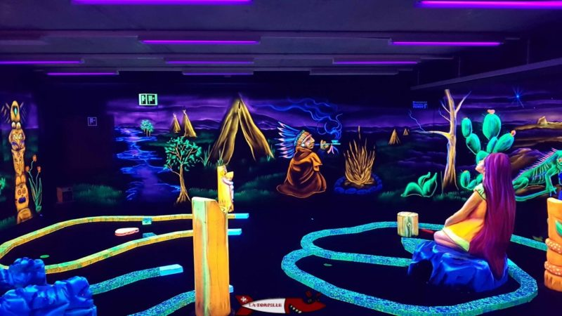 The fluorescent Mini-Golf of Fun Planet Bulle.
