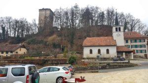 Le parking du château des Clées