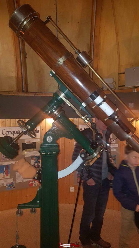 Un télescope à l'observatoire d'Ependes.