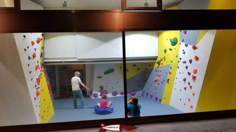 Une petite zone de bloc dédiée pour enfant jusqu'à 6-8 ans - Totem Escalade Vevey