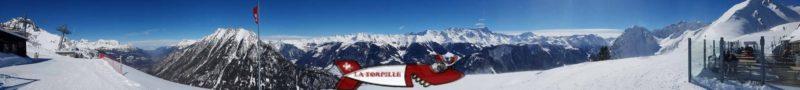 vue panoramique depuis la buvette à côté de l'arrivée du télésiège en haut de la piste de luge d'hiver à Champex-lac