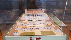 Maquette de la villa romaine de Colombier à la fin du troisième siècle. Musée Laténium. Château de Colombier
