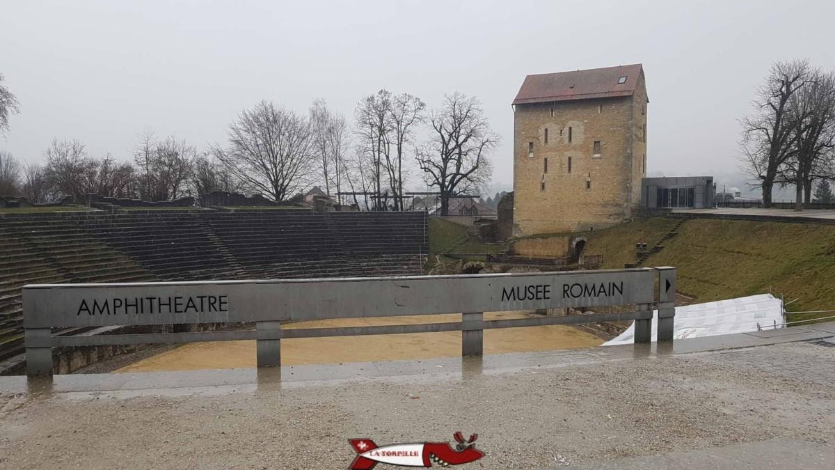 L'amphithéâtre d'Avenches avec la tour construite au 11e siècle.