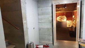 Le rez et l'escalier menant au premier étage du musée romain d'avenches