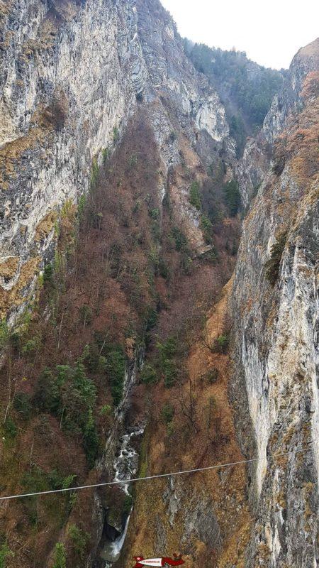 Os desfiladeiros Salentze da ponte em Farinet.