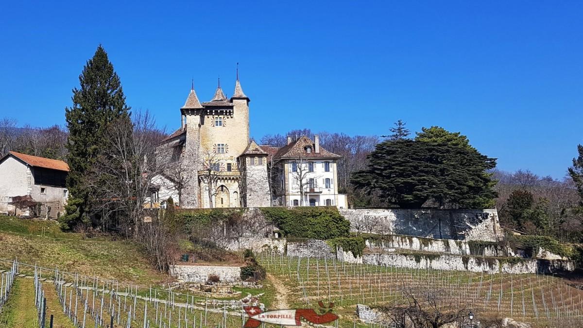 Le château de Vaumarcus proche du lac de Neuchâtel.