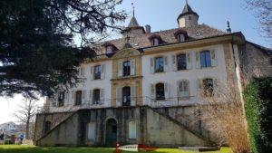 Le bâtiment datant du 18e siècle attenant au château de Vaumarcus
