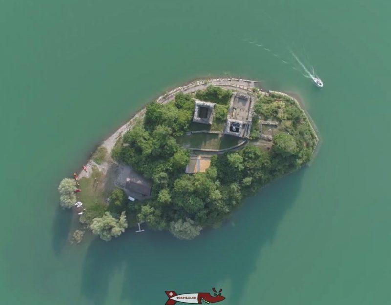 L'île et château d'ogoz vue d'avion - île et château d'Ogoz