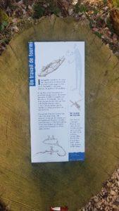 panneaux d'information près du donjon du bois des brigands