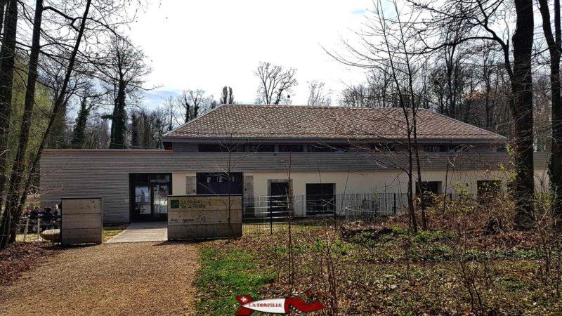 Le bâtiment de la Maison de la Rivière.