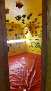 Le bloc pour les enfants à gecko escalade