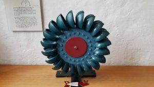 Une turbine Pelton servant à produire de l'électricité avec la force de l'eau au musée de montreux