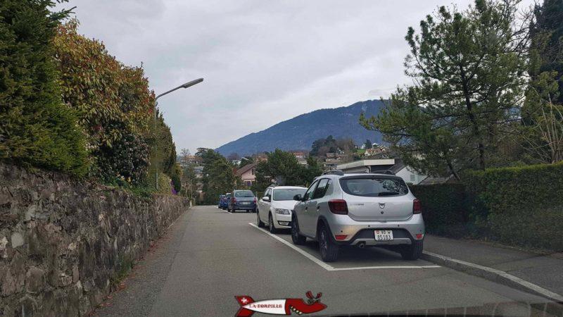 le parking le long de la route menant à l'observatoire de Vevey