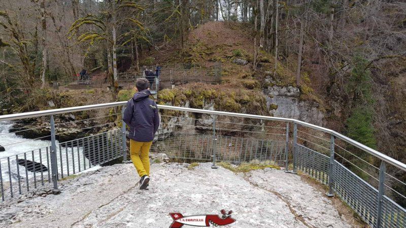 La plate-forme surplombant le Saut du Doubs.