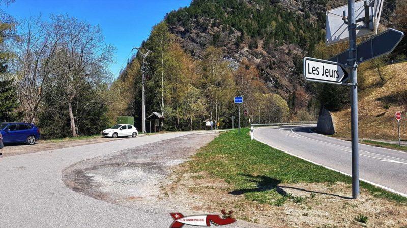 parking à Tête-Noire au bord de la route reliant Châtelard-Frontière au col de la Forclaz pour accéder aux gorges mystérieuses