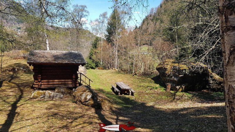 Place de Pic-Nic et informations sur le parcours des gorges mystérieuses