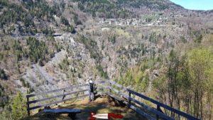 Le belvédère sur Finhaut sur le parcours de la balade des gorges mystérieuses