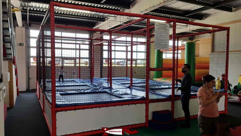 trampolines au rez de la salle de jeux d'urba kids