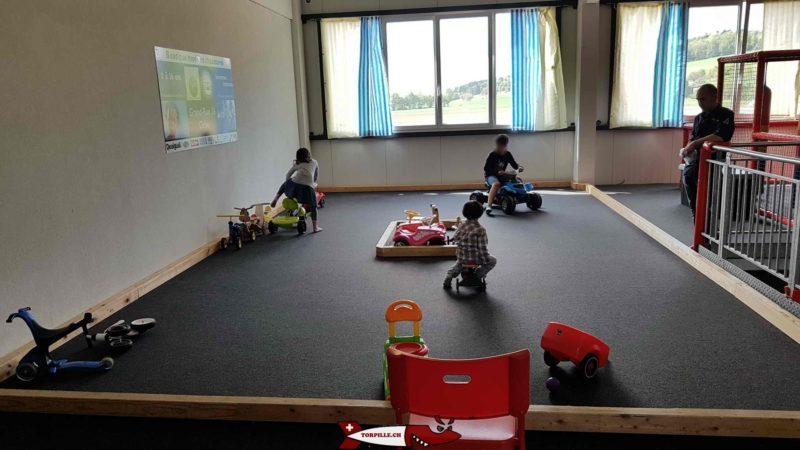 Circuit trotteur pour les enfants de 2 à 4 ans au premier étage d'urba kids