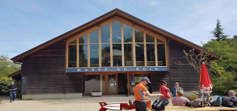 l'entrée du musée du bois de l'arboretum