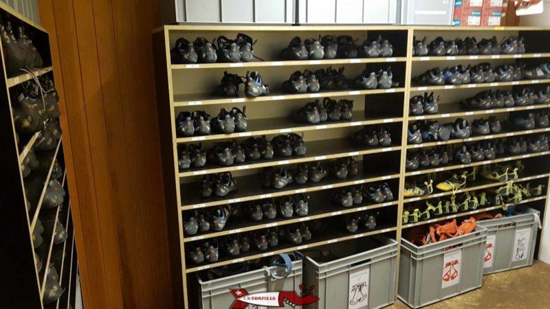 Bloczone loue tout le matériel nécessaire pour grimper comme des baudriers, chaussures ou cordes.