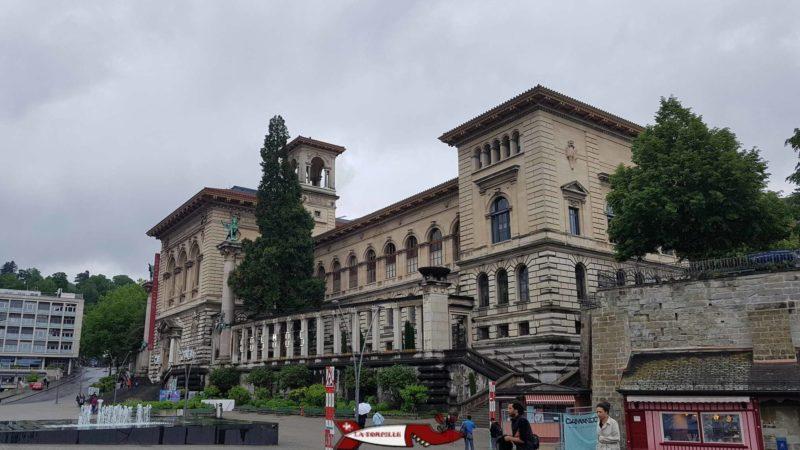 Le Palais de Rumine situé entre la place de la Riponne et la Cité.