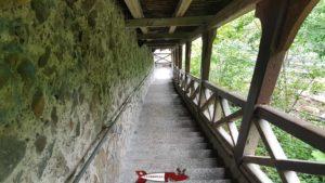 les escaliers reliant les deux stations du funiculaire de Fribourg
