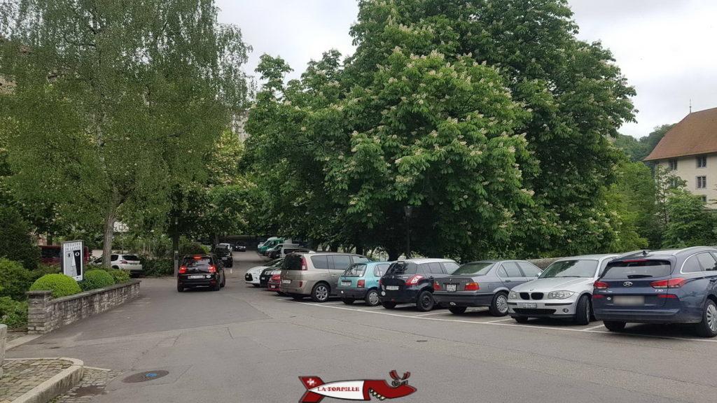 le parking de Saint-Jean pour prendre le funiculaire de Fribourg