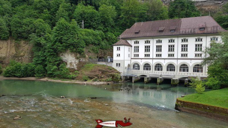 l'usine hydro-électrique de l'Oelberg qui turbine depuis 1910 l'eau du lac de Pérolles.