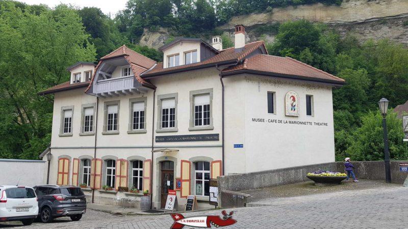 Le bâtiment qui héberge le musée suisse de la marionette. fribourg