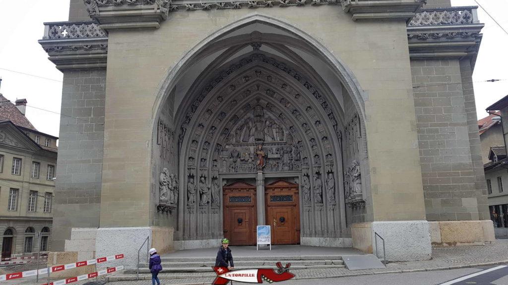 le portail principale de la cathédrale de fribourg