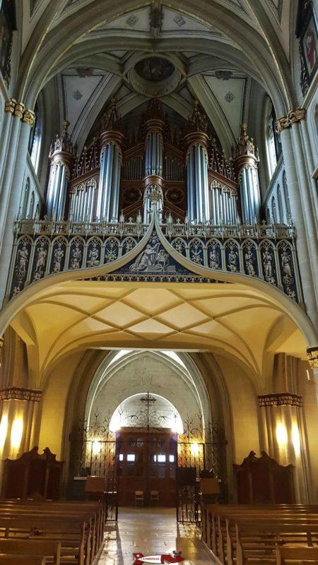 vue sur l'orgue de la cathedrale de fribourg
