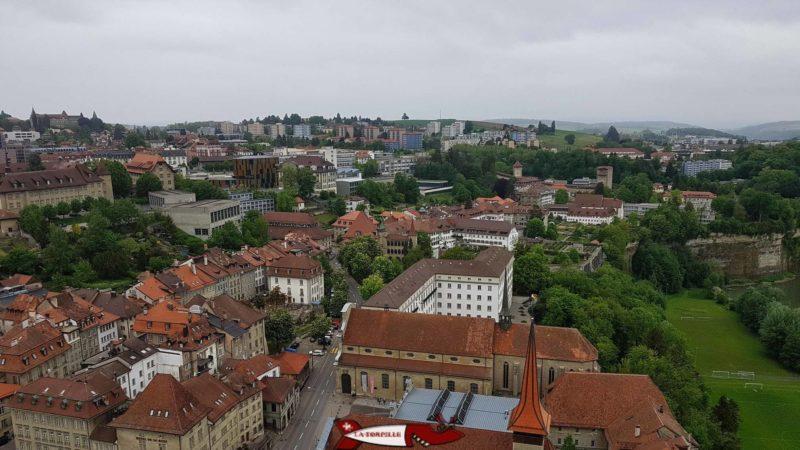 Vue direction Nord-Ouest depuis le sommet de la tour de la cathédrale de fribourg
