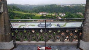 Une table d'orientation au sommet de la cathédrale de Fribourg.