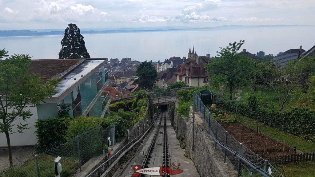 La vue sur la Collégiale depuis la station de Plan du funiculaire Ecluse-Plan.