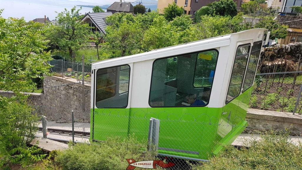 Une des deux voitures du funiculaire Ecluse-Plan.