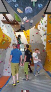 La salle de grimpe adulte au rez à Dbloc Grimpe