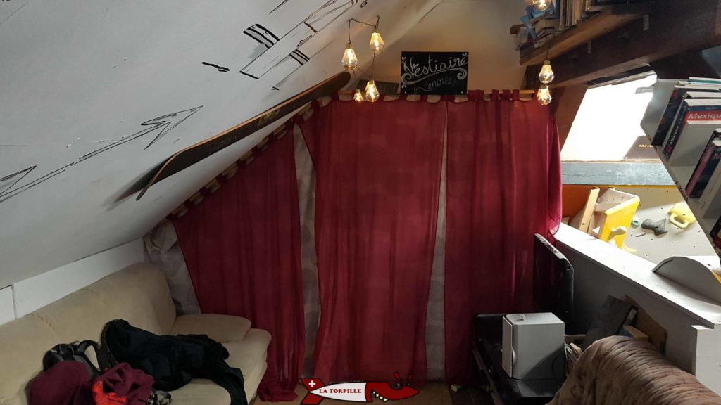 Le vestiaire au 1er étage à Dbloc Grimpe