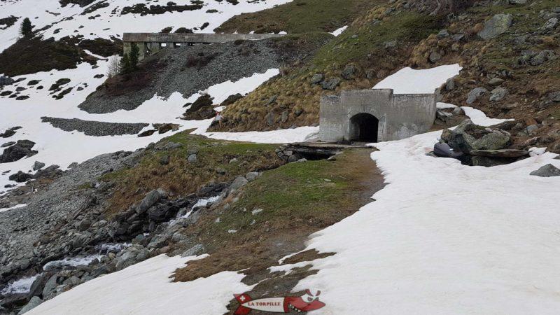 le collecteur amenant les eaux de Tortin vers le barrage de Cleuson