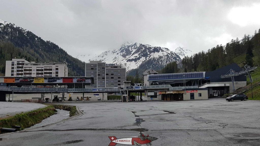 The Super-Neudaz ski resort on the road to the Cleuson dam.