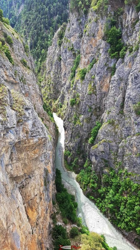 Os desfiladeiros Ricard da ponte Niouc.