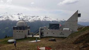 L'observatoire OFXB François Xavier Bagoud près de la gare d'arrivée du funiculaire de Saint-Luc