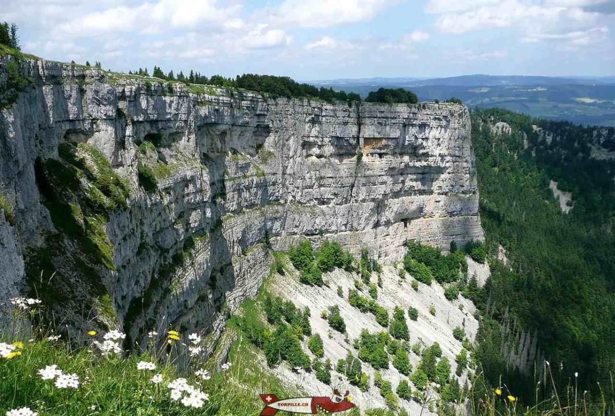 """Le """"Grand Canyon Suisse"""". Un cirque rocheux particulièrement impressionnant avec des falaises verticales dans un parc naturel."""