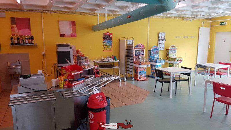 La cafétéria de Planeta Magic à Saint-Blaise propose des boissons, des glaces ainsi que des collations légères