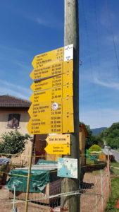 Les panneaux indicateurs sur le parcours des gorges du nozon