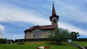 l'église de Vuiteboeuf sur le chemin des gorges de covatannaz