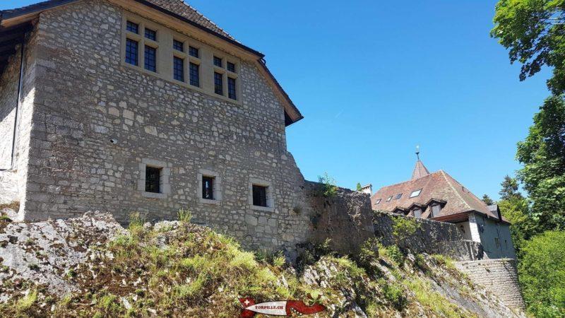 Le château de Môtiers en fin de parcours.