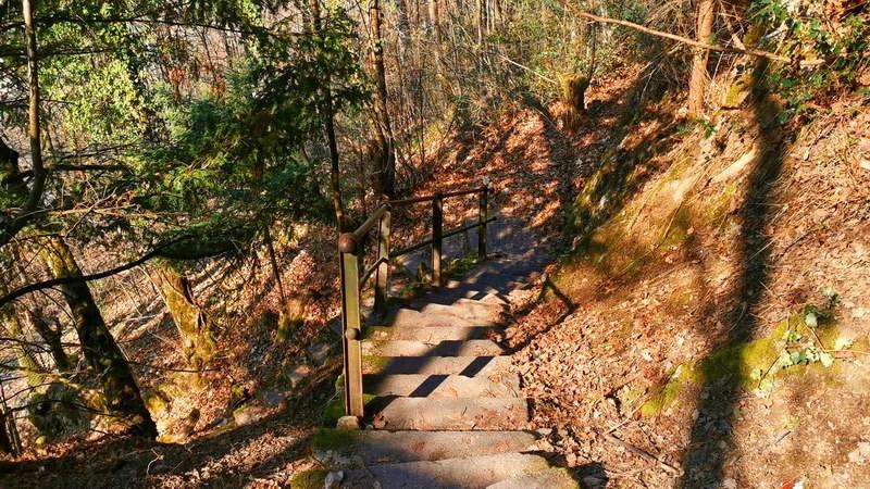 Les escaliers reliant les Planches à Glion.